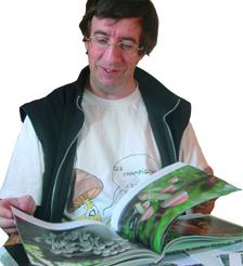Benoît bläddrar i sin bok